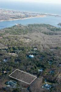 2 Oakwood Court in Wainscott
