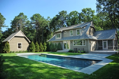 EAST HAMPTON MODERN COTTAGE / OFF BULL PATH