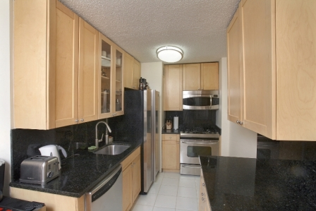 Beautiful 1 Bedroom in Murray Hill with Roofdeck & No Fee!