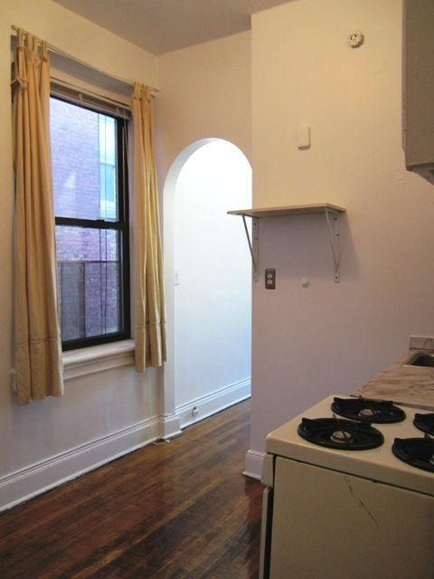 LIGHT-FILLED STUDIO! Broadway Ave/Elevator STEPS to 72nd 1,2,3