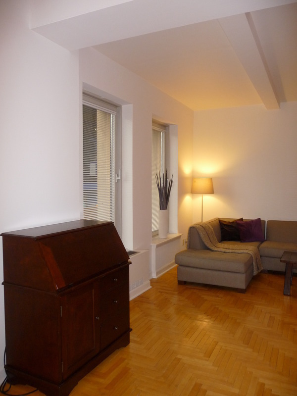 Cozy 1-bedroom apartment with partial park views.