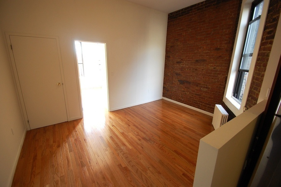 Large Winged Two Bedroom With High Ceiling And Exposed Brick, Perfect Share!