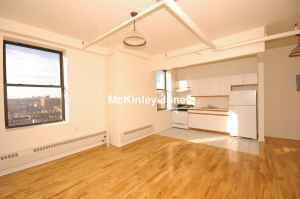 EXTRA LARGE 1BR LOFT/ NEWLY RENOVATED ELEVATOR BUILDING