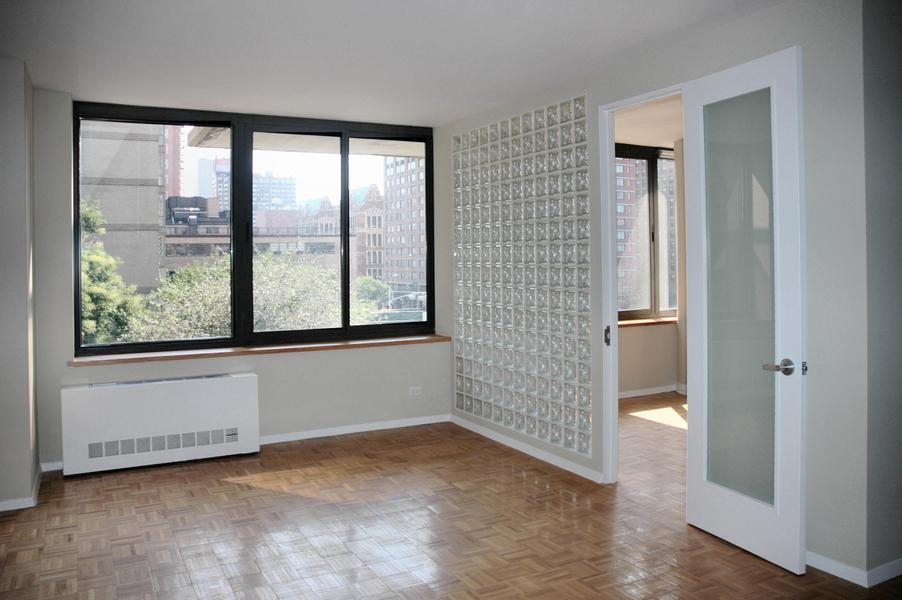 Cheerful & Sunny Condo Home with Exceptional Amenities in Great Lincoln Center Location
