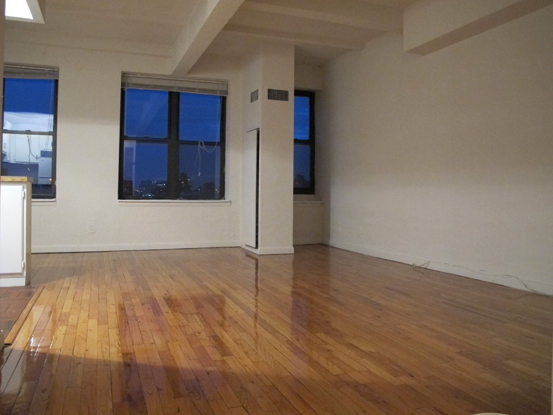 Huge Studio in hart of greenwich village gret view high floor.