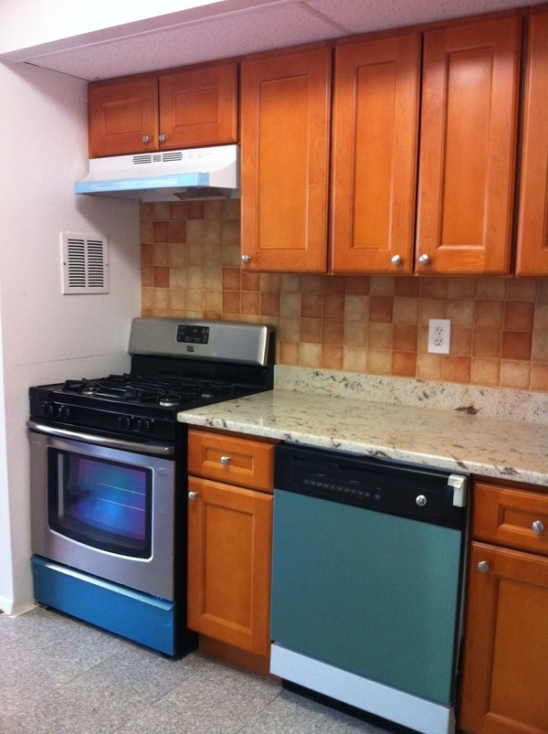 2 Bedroom Condominium for sale in Flushing !