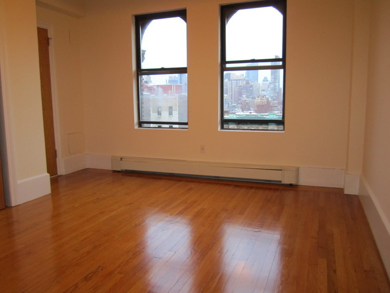 Hi Floor 2 Bedroom, 2 Bath, Eat In Kitchen, Open Views, Prewar Doorman