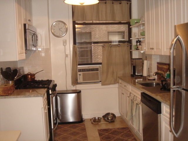 Gorgeous Classic 6 * D/M * W/D in Unit * Prime Location.