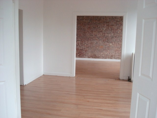 Large No Fee 4 bedrooms - large rooms and great share :- Near YU