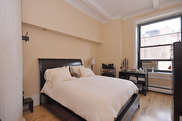 """K.G."" IS PROUD TO PRESENT FABULOUS LOFT/APT B-906 @ 250 MERCER STREET"