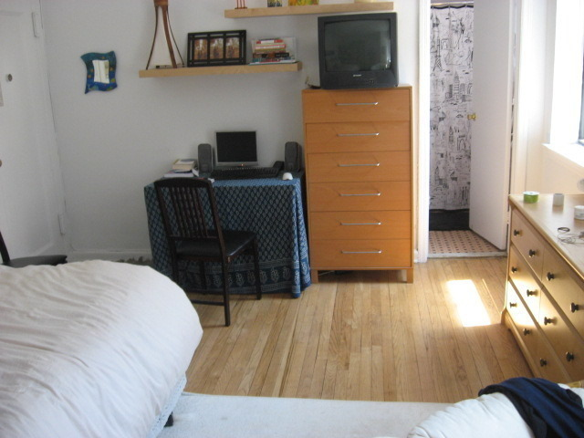 61st betw 1st&2nd Ave/Full Size Sunny Studio,Reduced Fee/Great location, 2nd fl