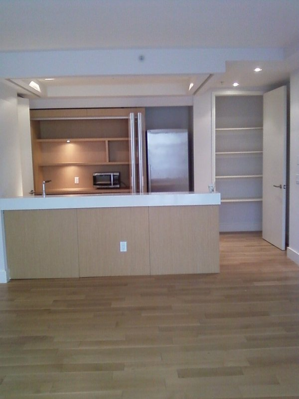 LG SUNNY NO FEE SUPER LUX TRUE 2 BR 2 TBH W PVT BLCNY -SPLIT LAYOUT PERFECT SHARE OPEN HOUSE!
