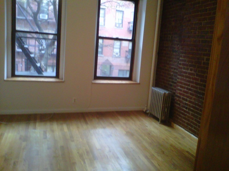 LOW FEE large new one bedroom apartment