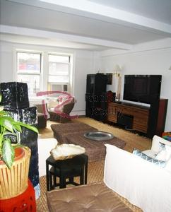Manhattan's trendy UES, Large Amazing 3 Bedrooms in a Prewar Doorman Building!