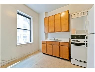 Why pay rent when you can own! This is a great starter investment for 1st time buyers!