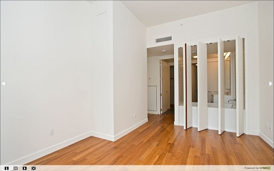 AMAZING 2BR/2BATHS 1300SQ.FT AT 15 WILLIAM ST
