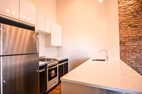 LARGE CHARMING MODERN TRUE 4 BED IN TRENDY BED STUY