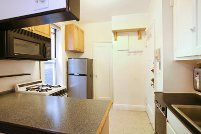 LARGE 1 BR>GUT RENOVATION>INVESTORS WELCOME>PRICED TO MOVE