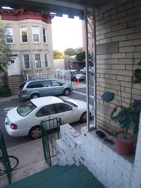Very spacious 2 brm with private yard a block away from Park