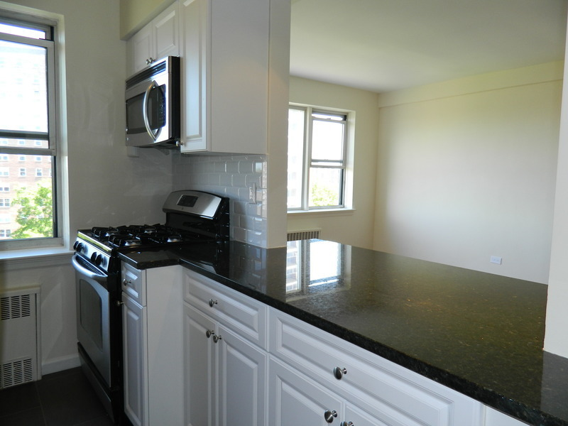 NEWLY RENOVATED TOP FLOOR 2BD/2BTH UNIT