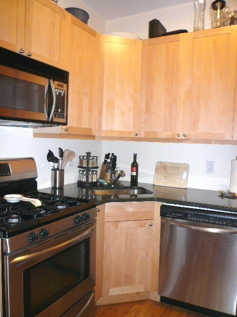 QUIET SPACIOUS MODERN 2 BED/2 BATH w/nice kitch! Pets OK! Trains!
