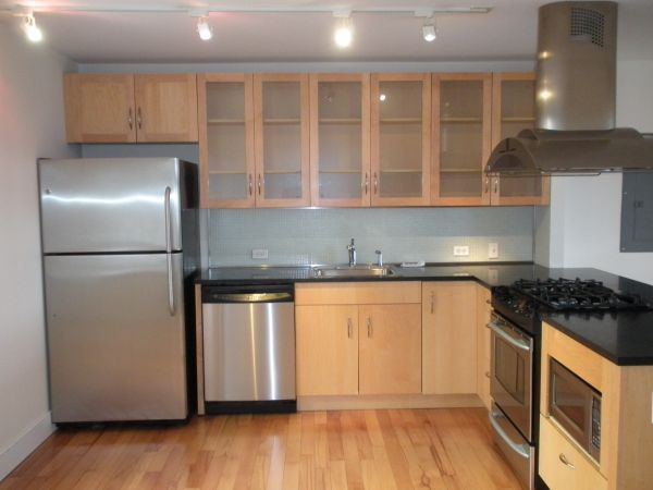 1 FREE MONTH! Net Effective Rent of $4905! Modern Loft! Open Chef's Kitchen! Washer/Dryer!
