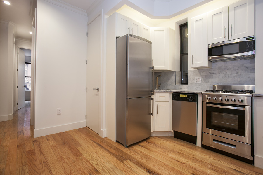 HUGE LUXURY 2 BEDROOM IN HIGH END BUILDING 1 BLOCK FROM WASHINGTON SQUARE PARK