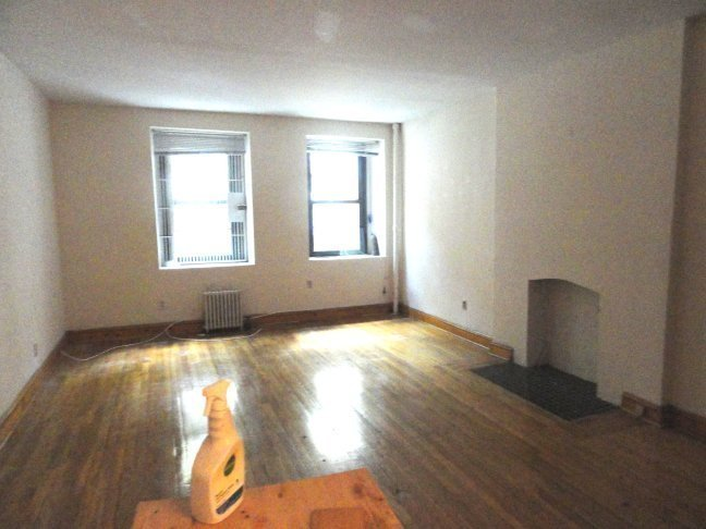 $2474 ◄► HUGE◄►1BR◄►TOWNHOUSE►STEPS TO SUBWAY ◄►